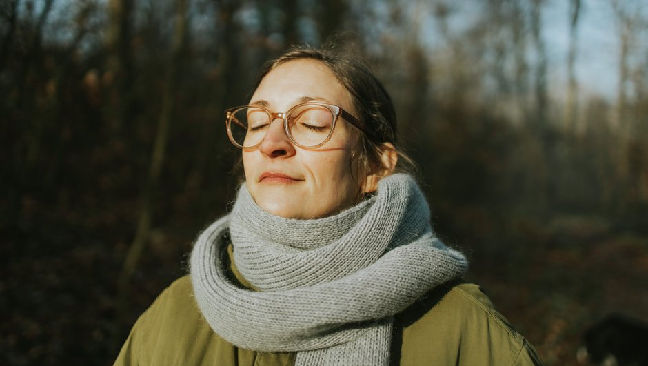 Woman with glasses enjoying the sun.