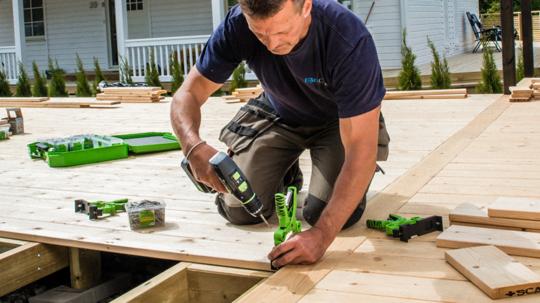 Det skal være enkelt å bygge terrassen selv med HDS-systemet fra ESSVE. Foto: Essve