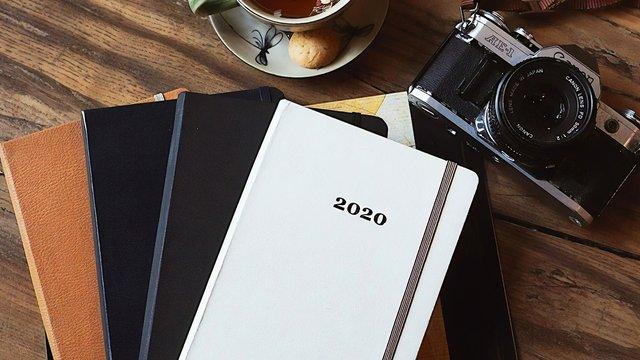 Bok med 2020 på omslag