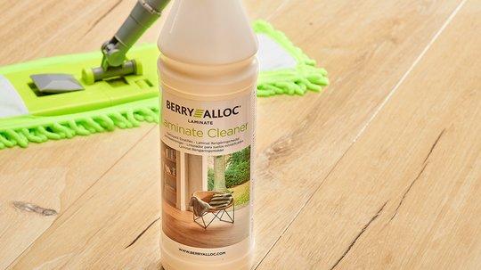 Bruk gjerne dette rengjøringsmiddelet til å vaske laminatgulvet ditt. Foto: BerryAlloc.