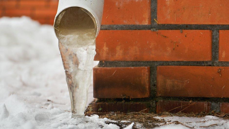 Frossen water in pipe.