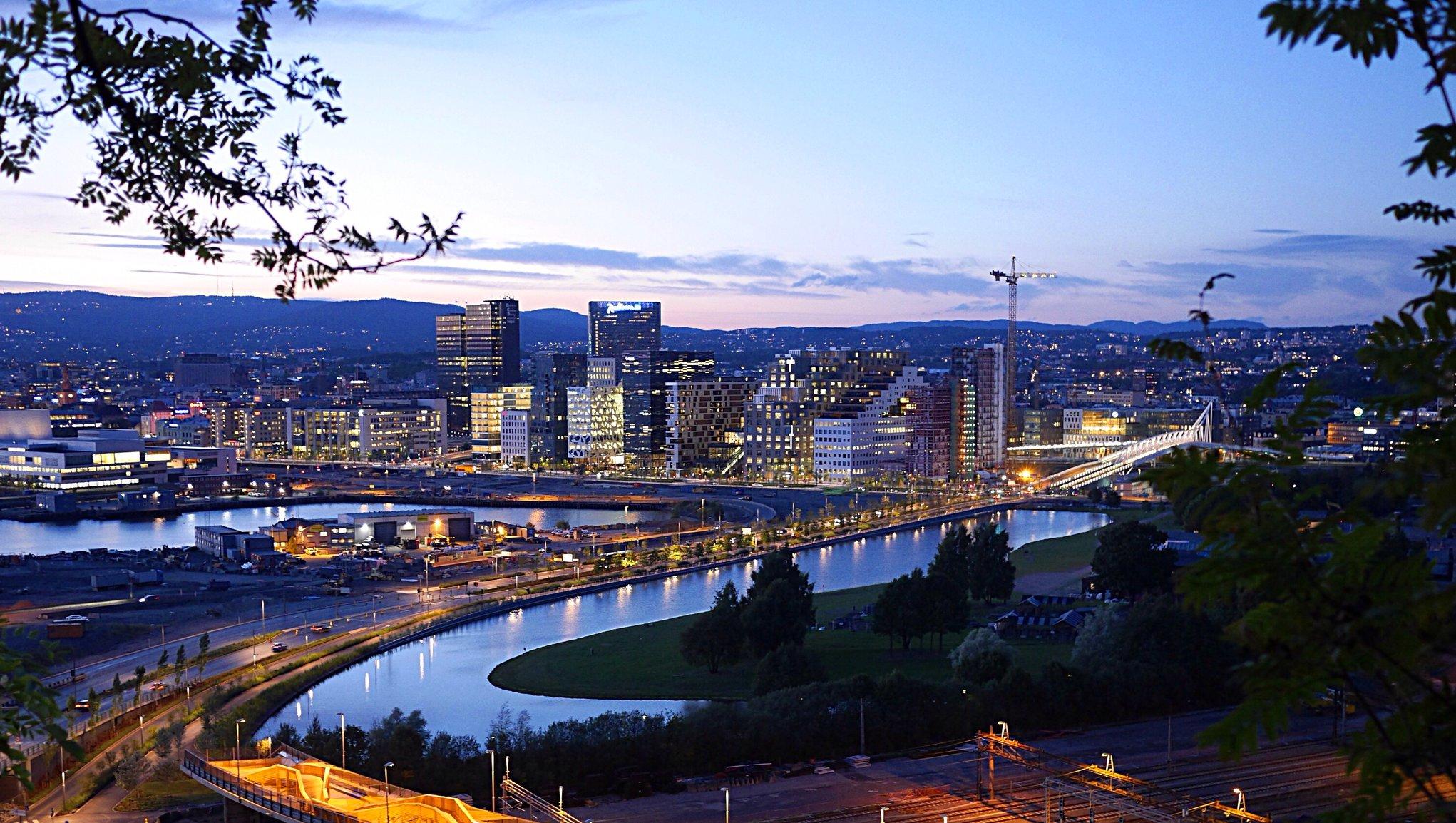 Avbruddsforsikring Utsikt utover Oslo på natten