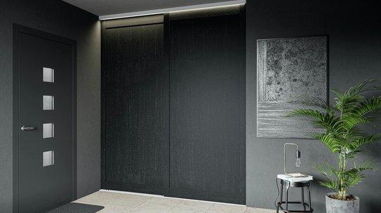 Gi rommet ditt en estetisk forvandling med brede skyvedører fra Topaz. To dører med hel fylling i sortmalt eik.