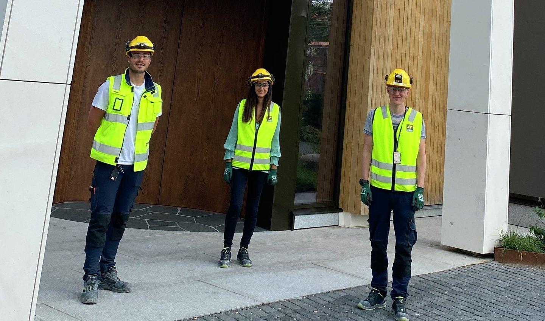Et eget prosjektteam har spesialisert seg på å innrede forretningslokaler.  Tre fra teamet: Bastian Solbakken, Amina Hauger og Sindre Søfting Vestby.