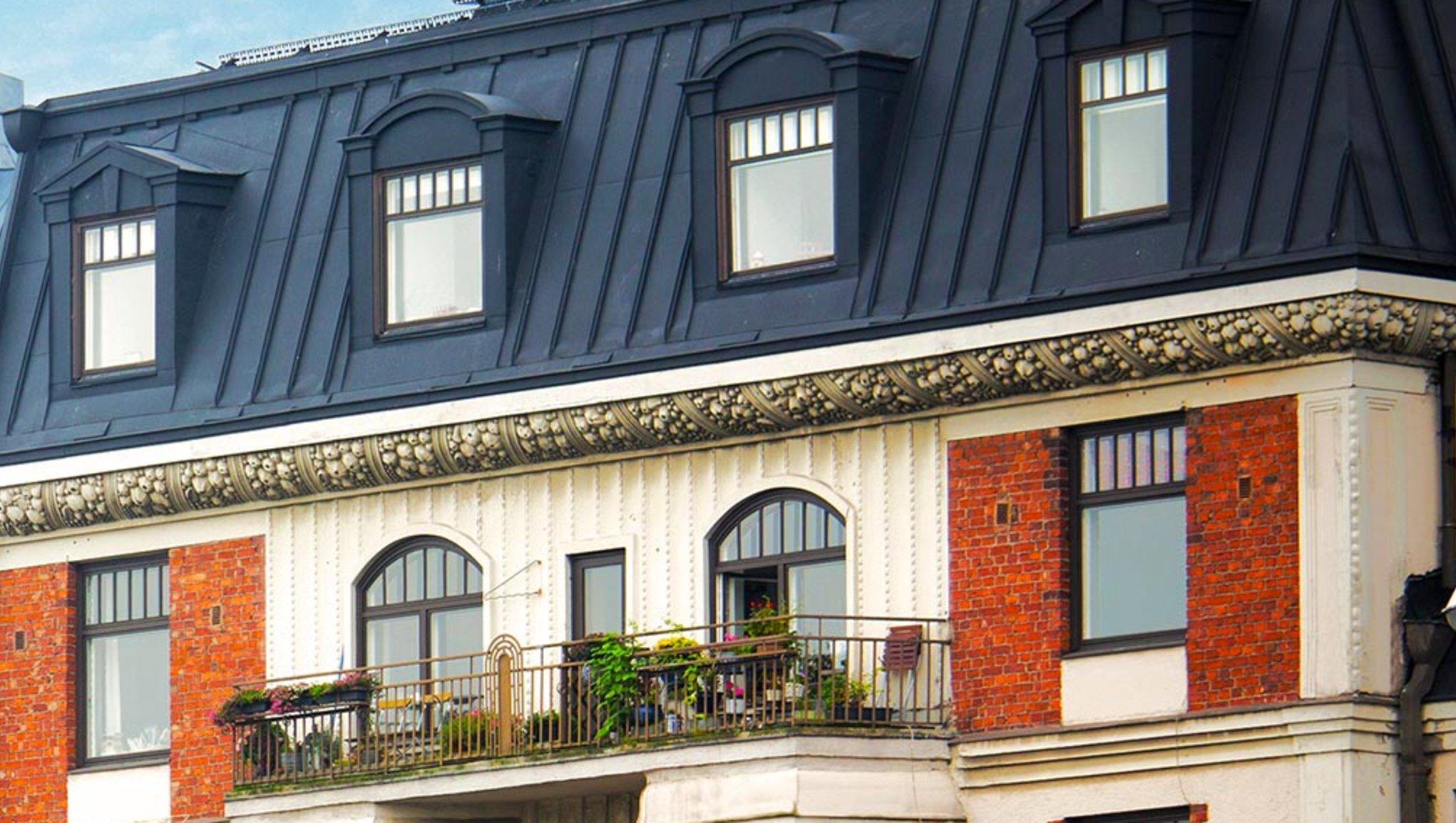 Framsidan och taket av en värdefull fastighet