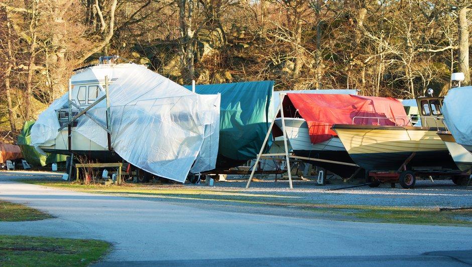Veneitä talvisäilytyksessä