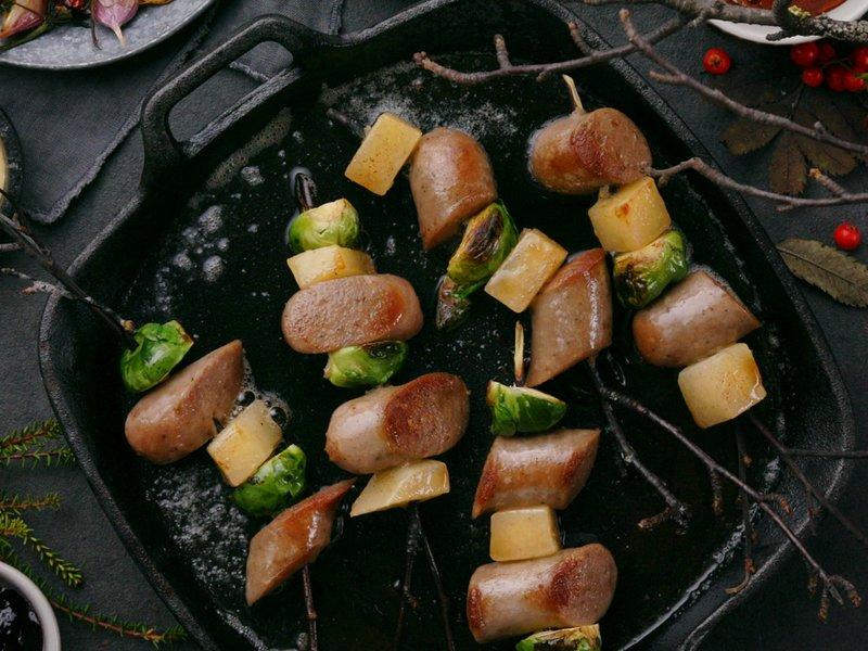 Grillspyd av lammepølse med pinnekjøtt