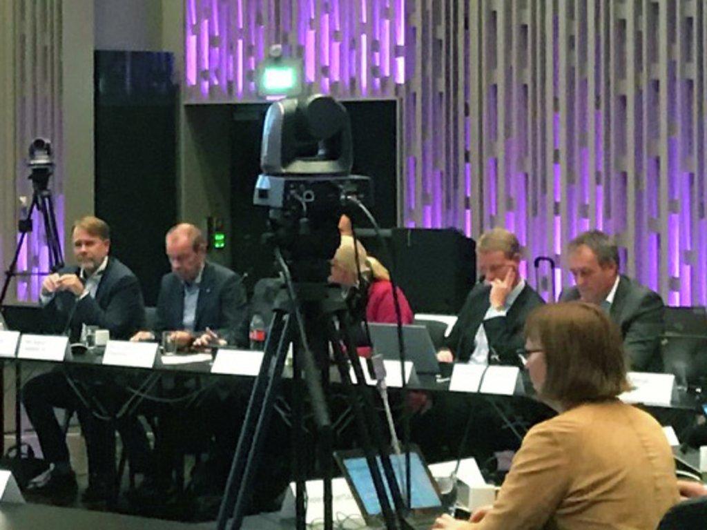 kamera som filmar møtet i fellesnemnda