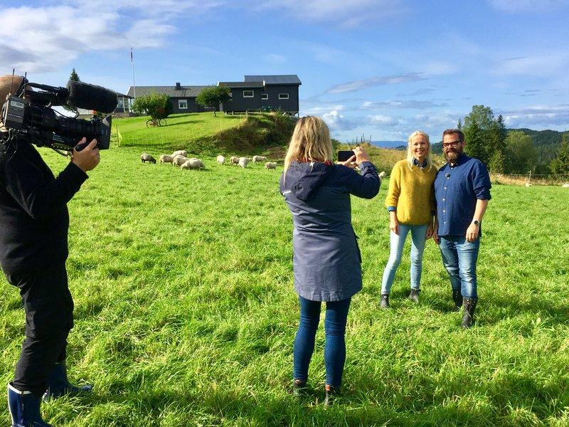 Berit Nordstrand og Klaus Sonstad på Hojem gård på Frosta