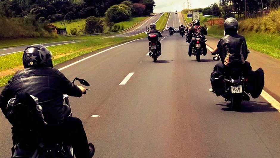 Motorcyklar på väg