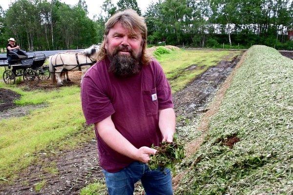 Kristin og Bjørge Madsen ved Skjærgaarden gartneri i Åsgårdstrand dyrker god jord elsker kompost meitemark grønn jord nyt norge vårløk karbon co2 landbruk jordbruk