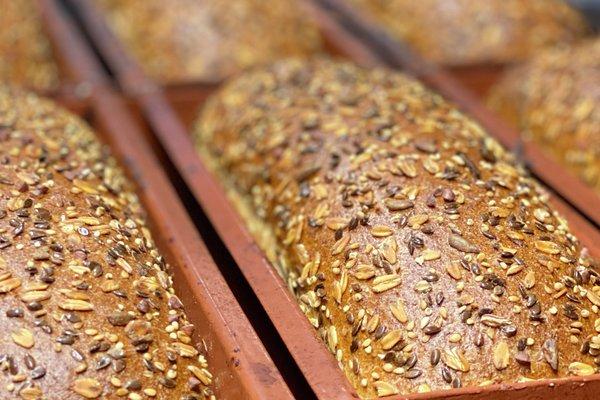 Nybakt brød med Nyt Norge