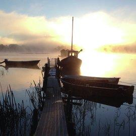 Båtar vid brygga