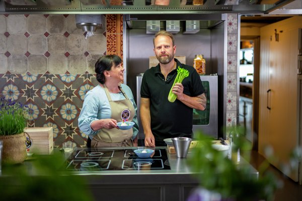 Tom Victor Gausdal og Oda Christensen i Smakslandet på Matkanalen.