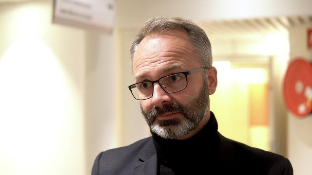 Stillbilde Jørgen Vik - Koronatelefonen