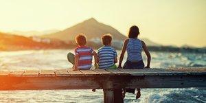 Familj på bryggan