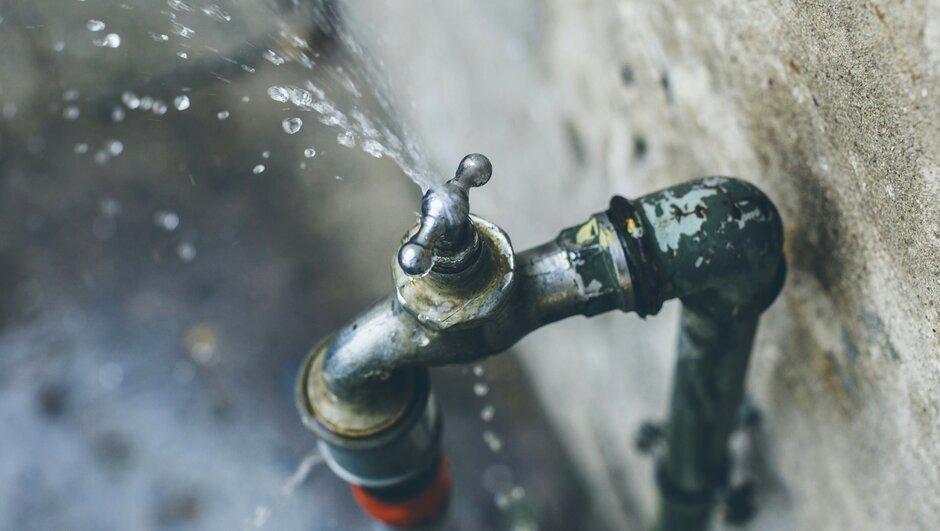 Läckande vattenkran