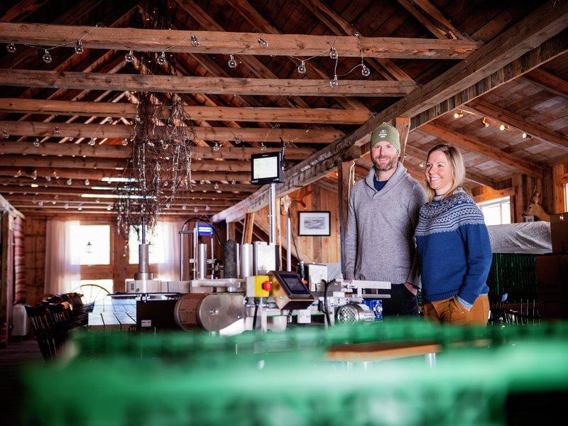 Pernille Vea og Gunnar Sagstuen på Røyland gård lager unike syltetøy og geleer. Foto: Fædrelandsvennen