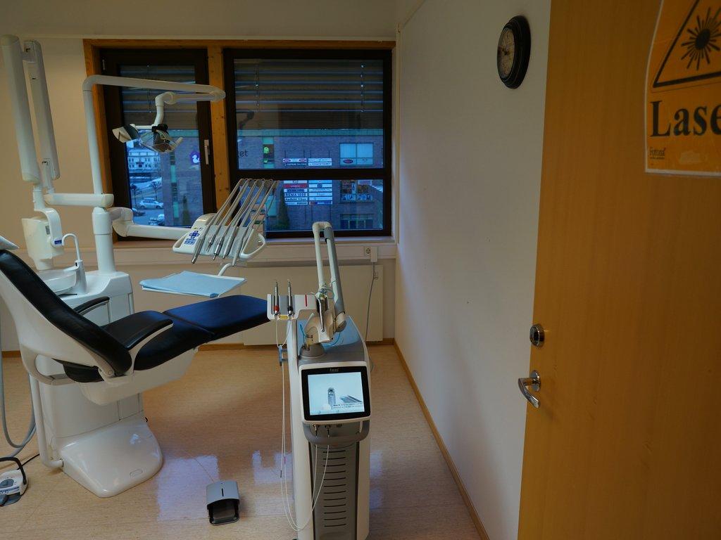 Den offentlege tannhelsetenesta kan no tilby tannbehandling med laser ved Førde tannklinikk. Sogn og Fjordane fylkeskommune er blant dei første som tilbyr denne typen behandling til barn og unge i landet.