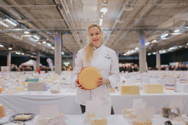 Siri Helen Hansen-Barry er ostesjef hos Meny - og ostenerd. Foto: Meny