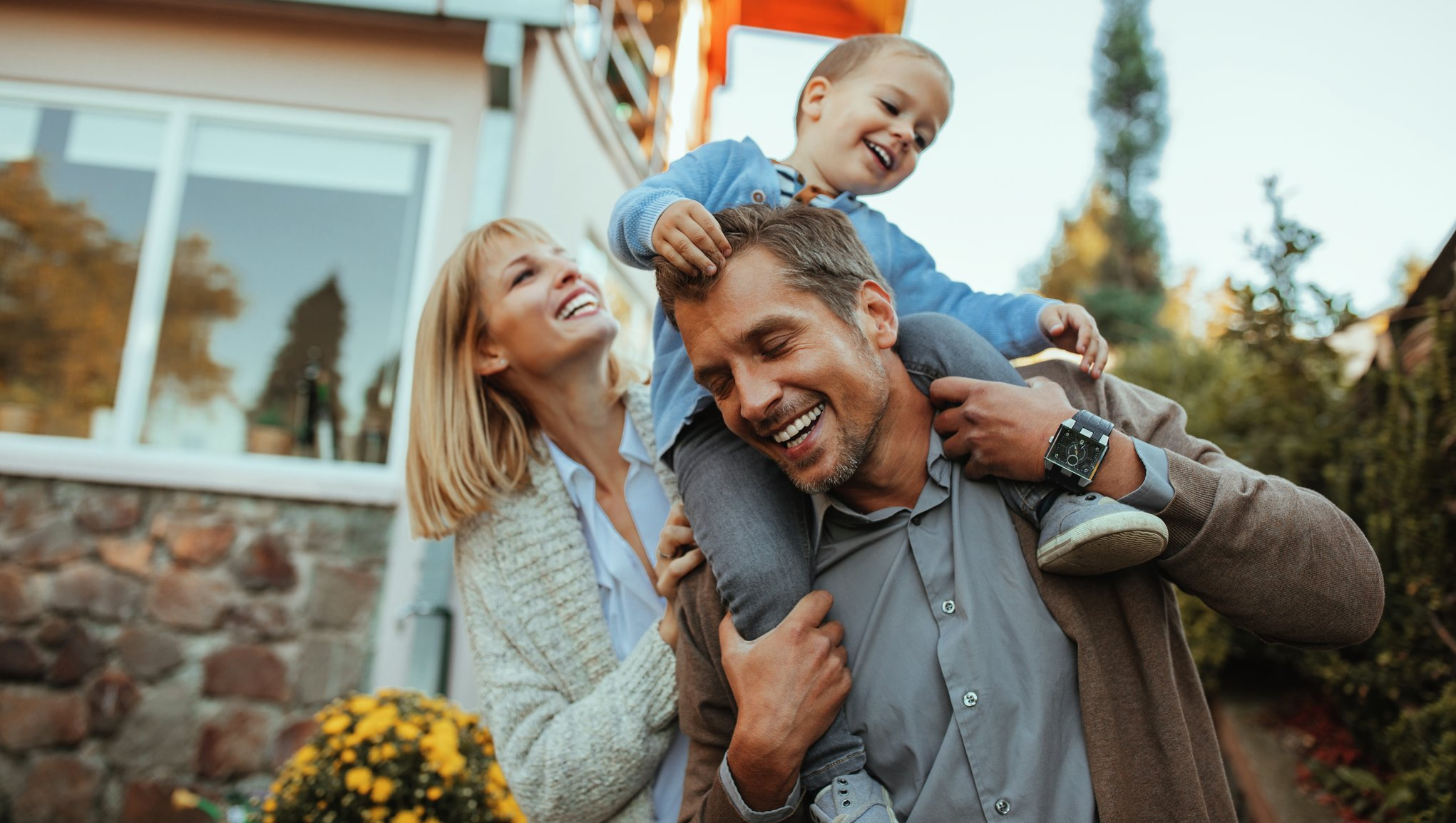 Barnfamilj köper hus