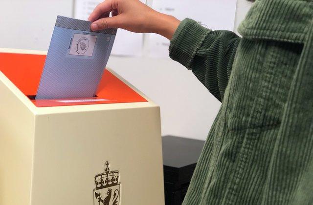 Julie Tidemann Vestby stemmer i kommune- og fylkestingsvalget 2019