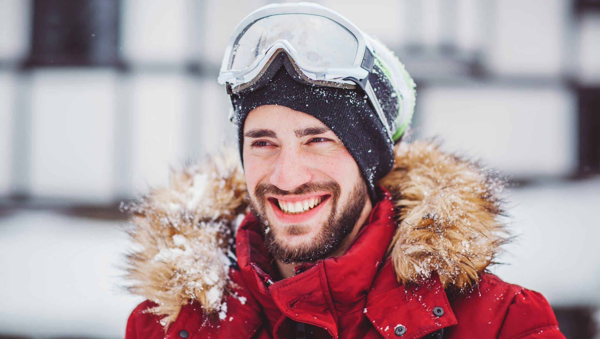Manlig skidåkare