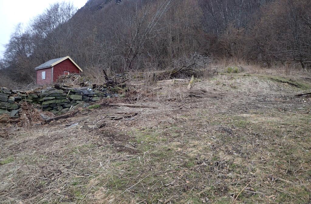Dagsturhytta i Luster kjem på Ytre Eikum mellom Marifjøra og Solvorn. Her er kommunen i gang med å klargjere tomta.