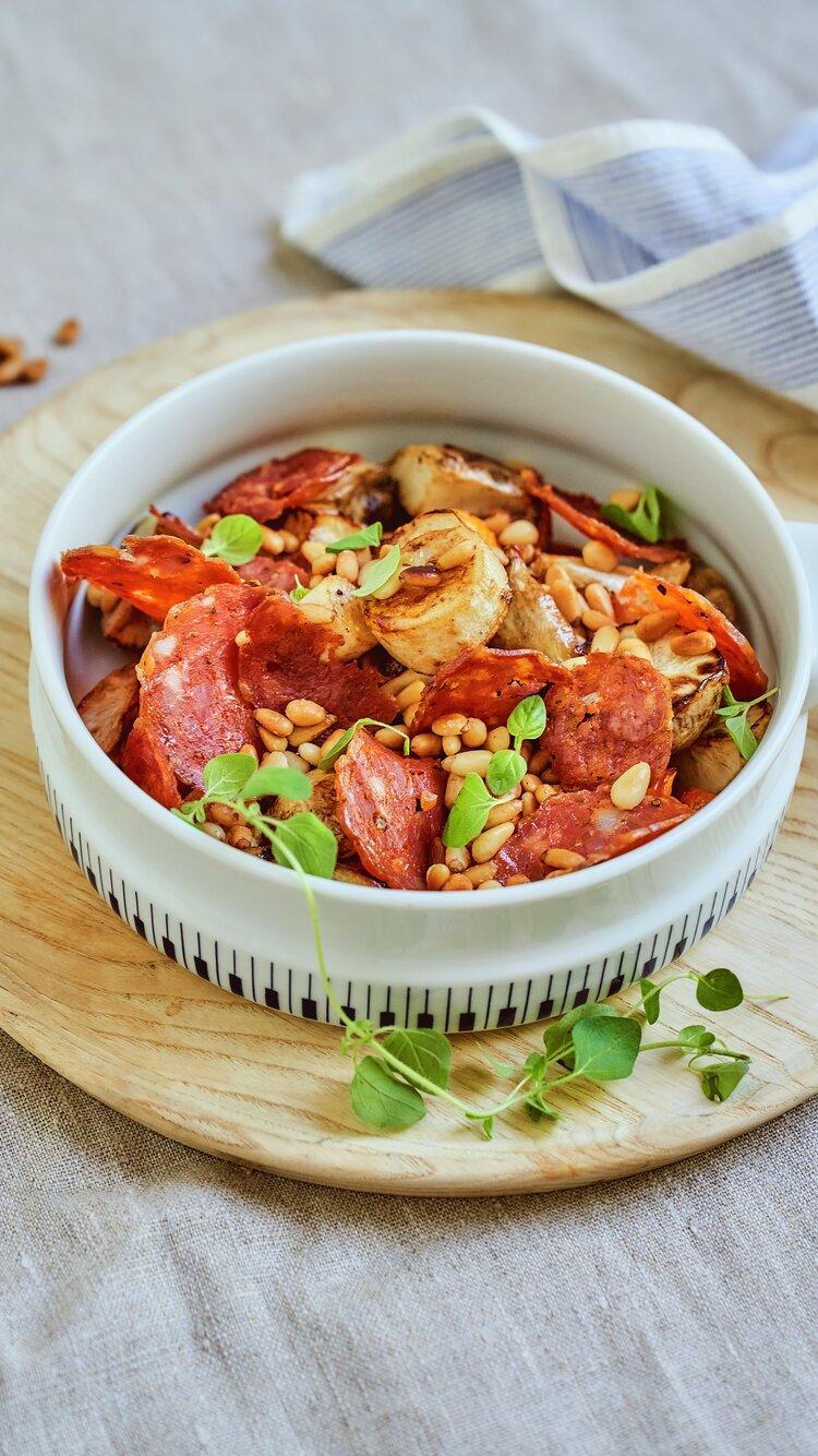 Slegge fra Ask med bakte rotgrønnsaker
