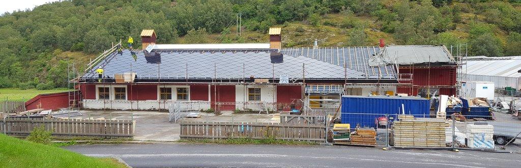 Foto frå montering av solcellepanel på Sogn jord- og hagebruksskule