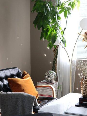 Lenestol fra Slettvoll, lamper fra HM Home og Ferm Living.