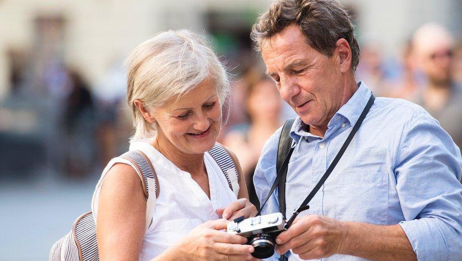 äldre par på resa