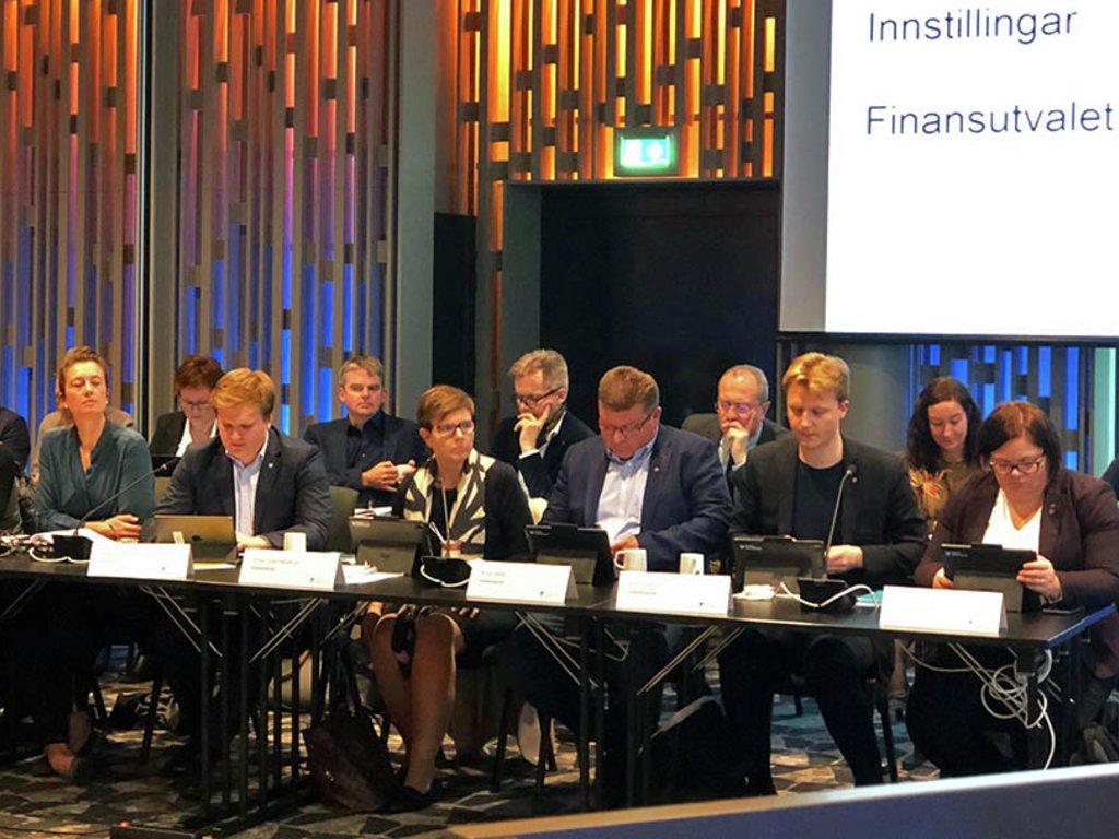 Foto frå det første møtet i finansutvalet for Vestland fylkeskommune.