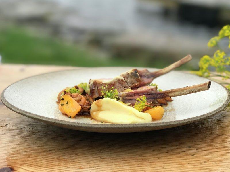 Lammecarré med rotgrønnsaker og sopp