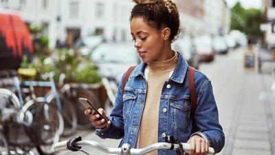 Kvinna med mobil
