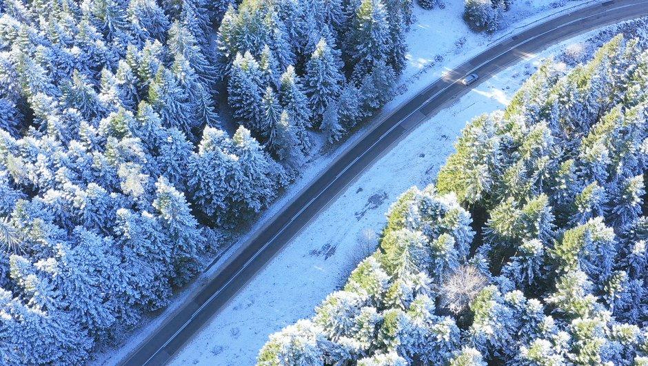 Talvel liiklemiseks veendu, et Su autol on piisavalt head rehvid ning kaskokindlustus