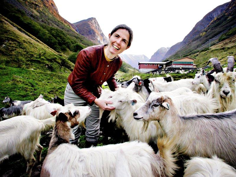 Ystedronning: Pascale Baudonnel på stølsysteriet i Undredal. Foto: Jon Hauge/Aftenposten (kjøpt)