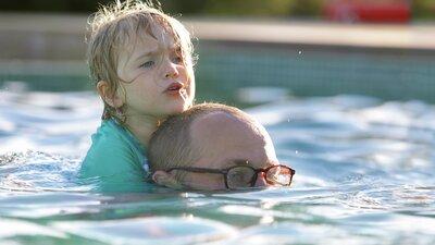 Bada i egen pool
