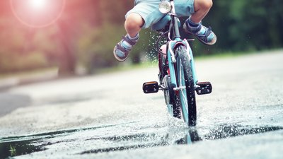barn på cykel