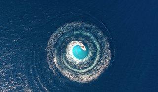 Småbåt på havet