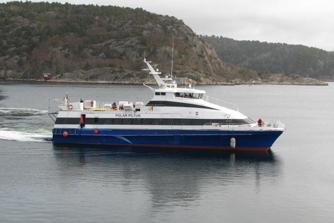 Polar Piltun crew boat