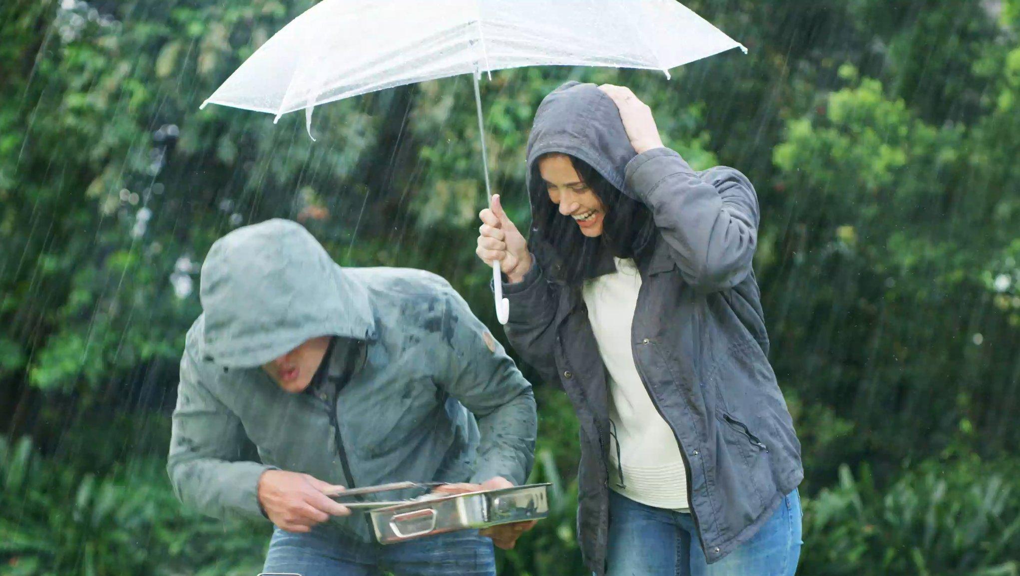 Grillar i regnet