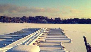 snöig brygga